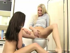 Cayla and Subil Arch tonguing slit for mouth-watering urinate
