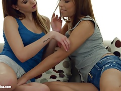 Voluptuous girly-girl gig with Candy Juicy and Candy Bell by